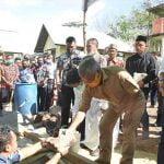 Bupati Ketapang Letakkan Batu Pertama Pembangunan Gereja Paroki Maria Ratu Pencinta Damai Air Upas 8