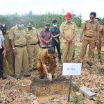 Bupati Rupinus Letakkan Batu Pertama Pembangunan Kantor Desa Rawak Hilir 23
