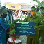 Bupati Rupinus Salurkan Bantuan Sembako Bank Indonesia ke 100 Warga Penerima Manfaat di Desa Rawak Hilir 25