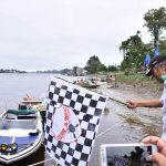 Bupati Sintang, Jarot Winarno saat membuka turnamen race boat