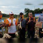 Bupati dan Wakil Bupati Sekadau Panen Raya Jagung Hibrida Milik Kelompok Tani Selalong 1 22