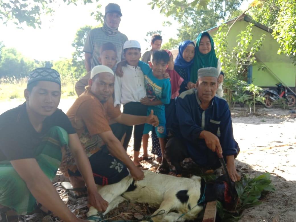 Memaknai Idul Adha,  PT WHW Salurkan Hewan Kurban ke Empat Dusun di Kendawangan 4