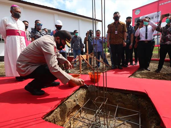 Kapolda Kalbar Letakan Batu Pertama Pembangunan Masjid dan Resmikan Gereja di Landak 2