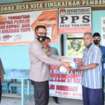 Sambut HUT RI, Polres Sekadau Salurkan 75 Paket Beras Polri di Kampung Tangguh 16