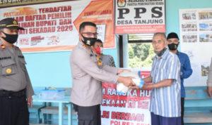 Sambut HUT RI, Polres Sekadau Salurkan 75 Paket Beras Polri di Kampung Tangguh 3