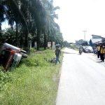 Sat Lantas Polres Sekadau Bantu Mediasi Kasus Laka di Tapang Semadak 13