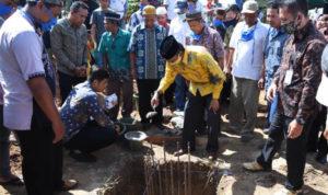 Sekda Farhan Letakkan Batu Pertama Pembangunan Masjid Miftahul Jannah 1