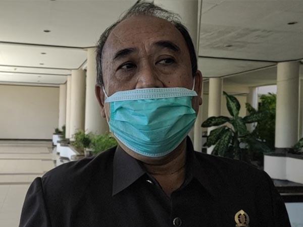 Wakil Ketua DPRD Kalbar, Suriansyah saat diwawancarai awak media