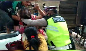 Aksi Heroik Anggota Satlantas Polres Melawi Evakuasi Ibu Melahirkan ke Rumah Sakit 2