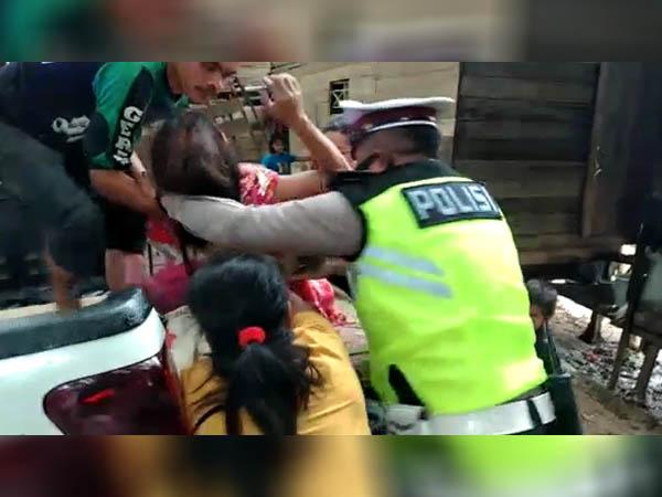 Aksi Heroik Anggota Satlantas Polres Melawi Evakuasi Ibu Melahirkan ke Rumah Sakit 1