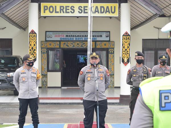 Kabidkum Polda Kalbar Berikan Arahan ke Personel Polres Sekadau Hadapi Pilkada Serentak 2020 1