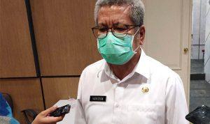 Kepala Dinas Kesehatan Provinsi Kalbar, Harisson saat diwawancarai wartawan mengenai perkembangan kasus Covid-19 di Kalbar