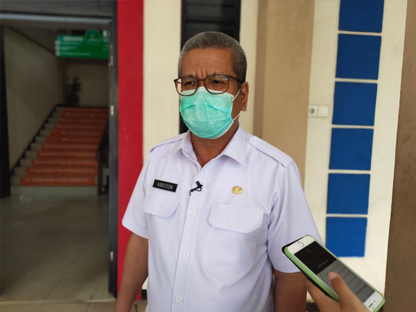 Kepala Dinas Kesehatan Provinsi Kalbar, Harisson saat diwawancarai wartawan terkait perkembangan kasus Covid-19 di Kalbar