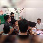 Kuasa Hukum PT SRM, Wawan Ardianto saat menggelar jumpa pers di Pontianak