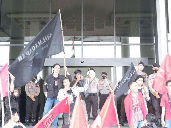Mahasiswa Kalbar Gelar Unjuk Rasa di Kantor Gubernur di Peringatan Hari Tani Nasional 2020 1