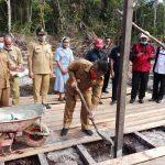 Wabup Aloysius Letakan Batu Pertama Kantor Desa Seburuk Satu 8