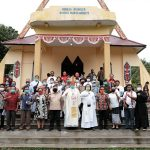Wabup Aloysius dan Uskup Keuskupan Sanggau Resmikan Gereja Katolik Santa Maria Goreti Kenolan 9