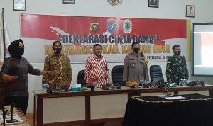 Bupati Nasir dan Ketua DPRD Hadiri Deklarasi Cinta Damai Masyarakat Kapuas Hulu 4