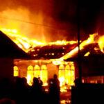 Dua Rumah di Gang Mailamah Pontianak Hangus Dilalap Si Jago Merah 6