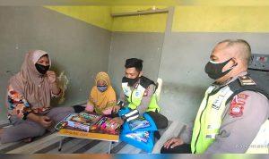 Gadis Kecil Penjual Gorengan Dapat Bantuan Peralatan Sekolah Dari Sat Lantas Polres Sekadau 1