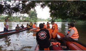 Hari Ketiga Pencarian Bocah 5 Tahun yang Tenggelam di Sungai Sekadau 2
