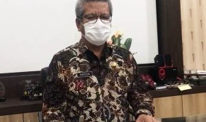 Kepala Dinas Kesehatan Provinsi Kalbar, Harisson saat mengumumkan perkembangan Covid-19 di Kalbar