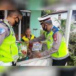 Polantas Polres Sekadau Beri Bantuan Sembako Kepada Warga Terdampak Covid-19 7