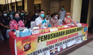 Polda Kalbar Musnahkan Tujuh Kilogram Sabu dan Ribuan Butir Ekstasi 2
