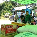 Wakil Bupati Kapuas Hulu Serahkan Bantuan untuk Korban Kebakaran Rumah Betang Sayut 10