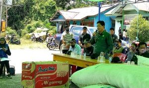 Wakil Bupati Kapuas Hulu Serahkan Bantuan untuk Korban Kebakaran Rumah Betang Sayut 4