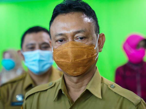 Wali Kota Pontianak, Edi Rusdi Kamtono saat diwawancarai terkait perkembangan kasus Covid-19 di Pontianak