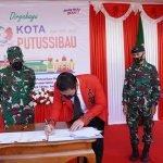 Pemkab Kapuas Hulu Hibahkan Lahan ke TNI