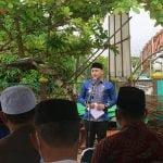 Wakil Bupati Kapuas Hulu, Wahyudi Hidayat memberikan sambutannya saat menghadiri peletakan batu pertama pembangunan Masjid Al-Mustawa