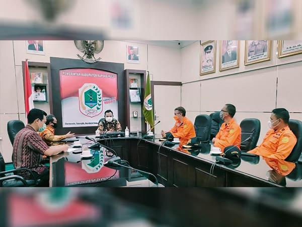 Wakil Bupati Kapuas Hulu Wahyudi Hidayat saat menerima audiensi Kepala Basarnas