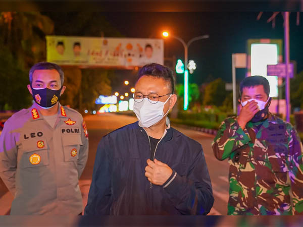 Wali Kota Pontianak Edi Rusdi Kamtono bersama Kapolresta dan Dandim meninjau pelaksanaan PPKM