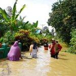 Bupati Sis Turun Langsung ke Sejumlah Desa yang Terendam Banjir di Putussibau
