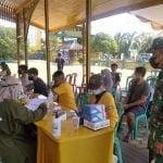 Dandim 1203/Ktp Tinjau Pelaksanaan Serbuan Vaksinasi di Keraton Matan Tanjungpura