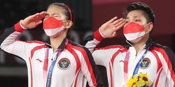 Greysia Polii Apriyani Rahayu Sabet Emas di Olimpiade Tokyo 2020 Indonesia Raya Berkumandang
