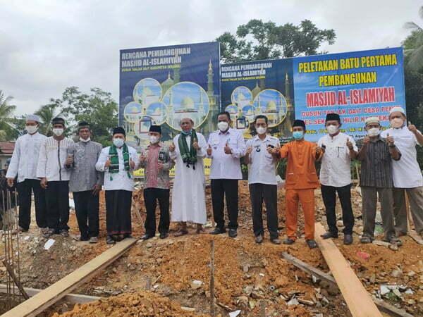 Ketua MUI Letakkan Batu Pertama Pembangunan Masjid Al-Islamiyah Tanjak Dait