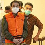 Pakai Rompi Oranye, KPK Tahan Azis Syamsuddin