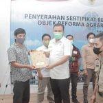 BPN Melawi Serahkan 1.248 Sertifikat Program Redistribusi Tanah