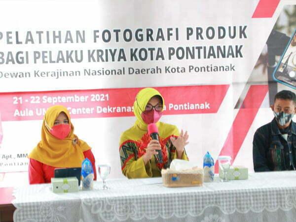 Dekranasda Pontianak Gelar Pelatihan Fotografi Produk Bagi Pelaku Kriya