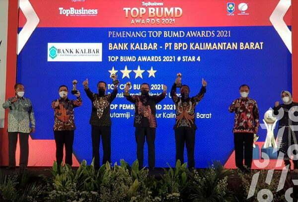 Gubernur Kalbar Diganjar Penghargaan Top Pembina BUMD 2021