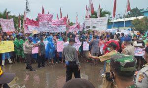 Ribuan Nelayan Calon Pengangguran Baru Geruduk PPN Pemangkat Tolak PP 85