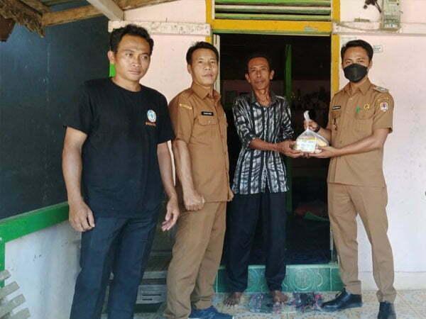 Pemdes Menukung Kota Salurkan 348 Paket Sembako untuk Korban Banjir