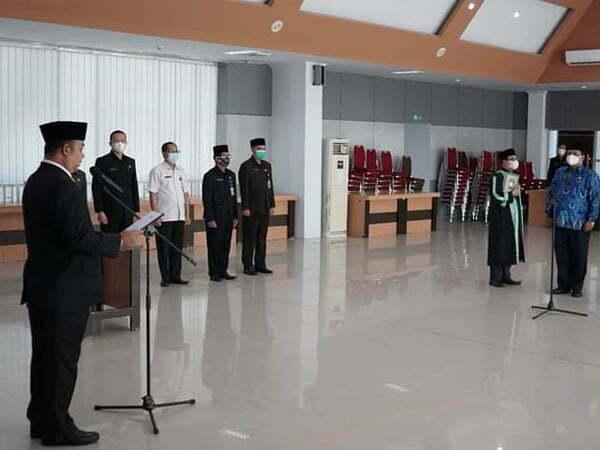 Sekda Ketapang Lantik Dua Pejabat Pengawas: Kerja Sesuai Kompetensi