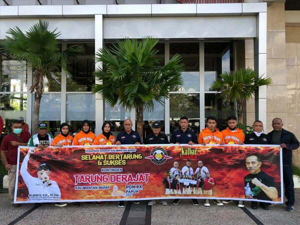 Sujiwo Lepas Lima Atlet Tarung Derajat ke PON Papua
