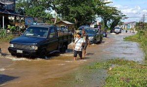 Banjir Terjang Melawi, Jalan Nasional Tergenang