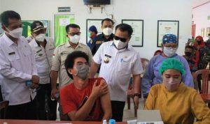 Bupati Aron Buka Gebrakan Vaksin Covid-19 GAPKI Kalbar