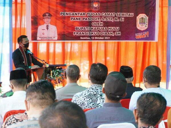 Bupati Sis Minta Camat Semitau yang Baru Bina Pelayanan Administrasi